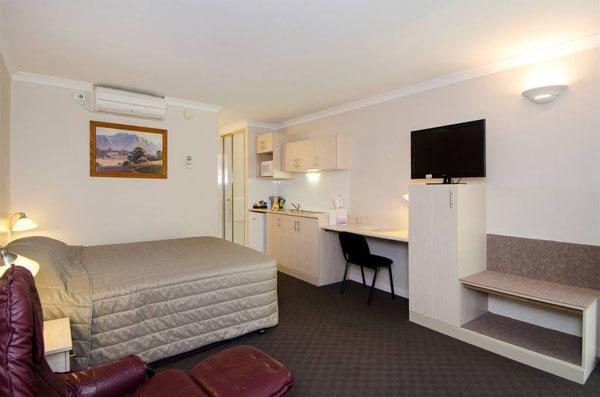 Quality Inn Railway Motel & Functio