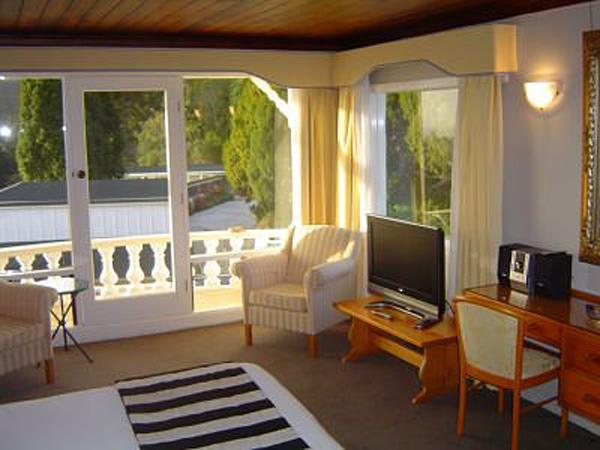 Aucklands Waitakere Estate